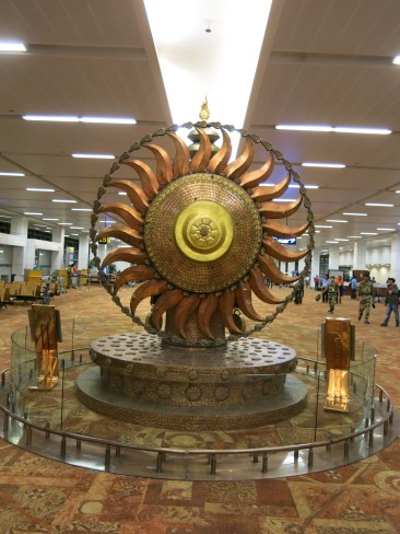 A nice statue of the sun in Delhi airport