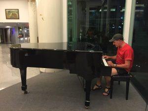 """Hannes """"Piano Man"""" Niggli"""